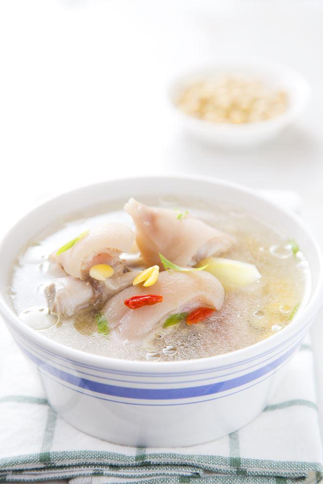 黄豆香蹄汤